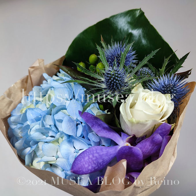 HitoHana(ひとはな)のお花はプラスティックではなくエシカルな紙の梱包材です。